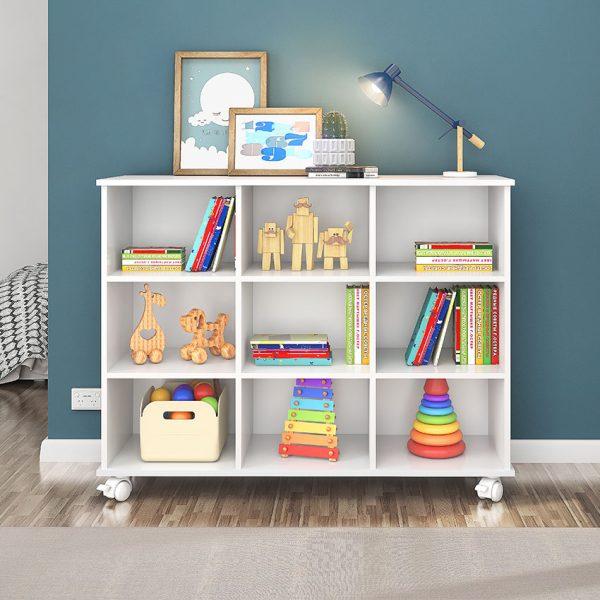El estante Salvador cuenta con nueve espacios para almacenar elementos de decoración u organización